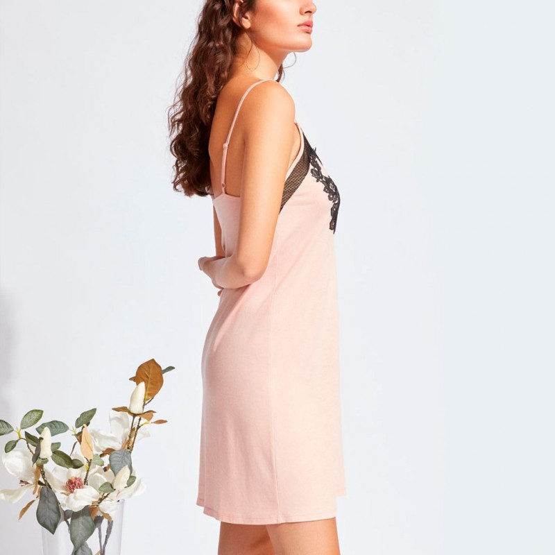 Camisón rosa con encaje Gisela